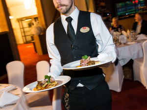 waiter-620x465px_0.png